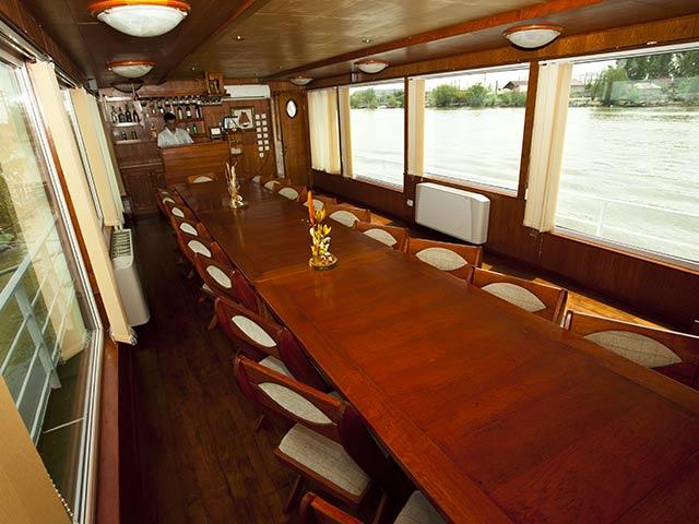 Restaurant hotel plutitor