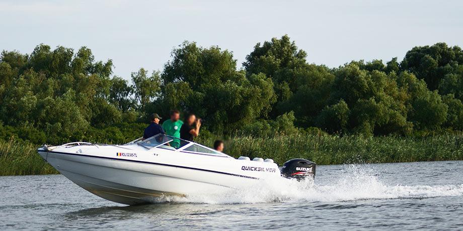 Cu barca de viteza in Delta
